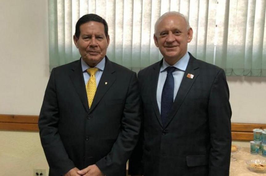 Presidente Ademar Traiano recepciona o presidente em exercício Hamilton Mourão em solenidade que marca os 140 anos do Regimento Coronel Dulcídio da PMPR.