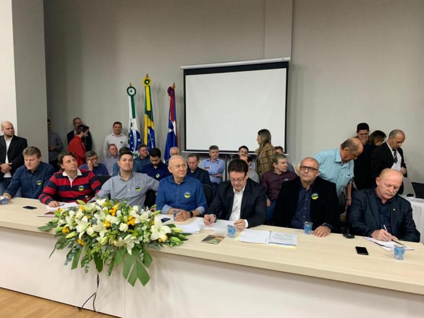 Deputados estaduais e federais, população, lideranças políticas e empresariais debatem reabertura da Estrada do Colono.