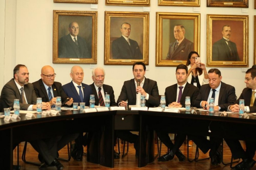 Plano Mais Cidades prevê investimentos que podem chegar a R$ 162 milhões em obras e equipamentos em todos os municípios do Paraná.