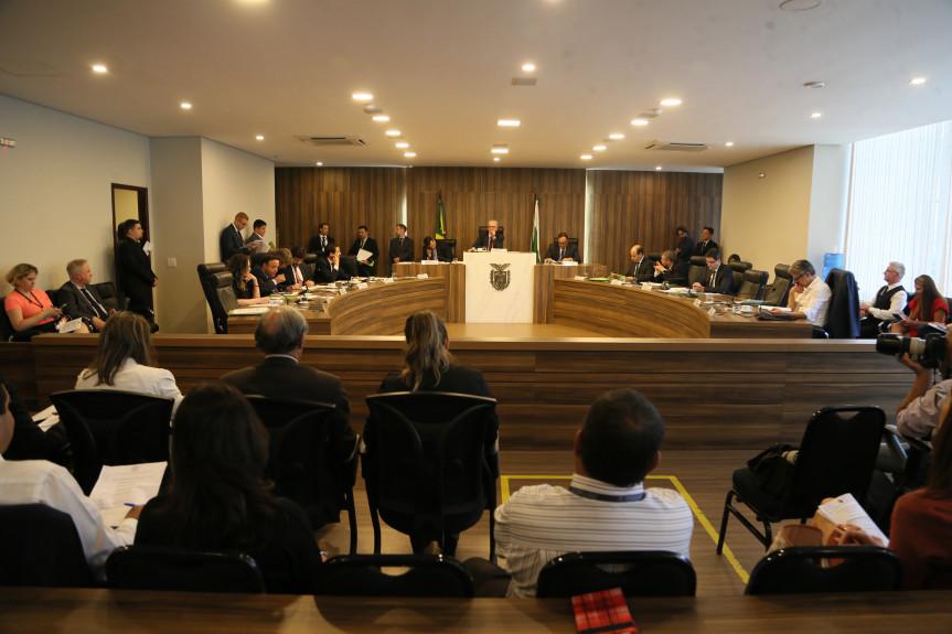 Reunião extraordinária da CCJ realizada nesta segunda-feira (04) aprovou parecer favorável ao projeto que prorroga o mandato dos atuais diretores dos colégios estaduais.