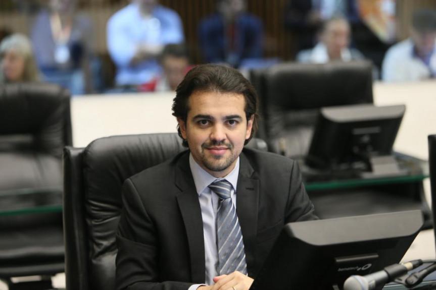 Projeto do deputado Luiz Fernando Guerra (PSL) que proíbe venda de animais em pet shop teve constitucionalidade aprovada pela CCJ desta terça-feira (18).