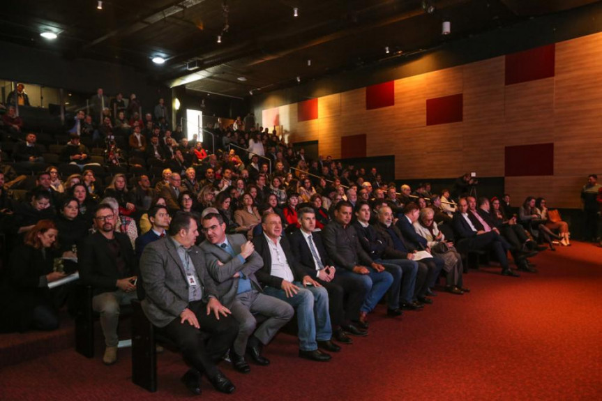 Presidente da Comissão de Orçamento da Alep, deputado Evandro Araújo, participa da primeira audiência pública sobre o PPA 2020-2023.