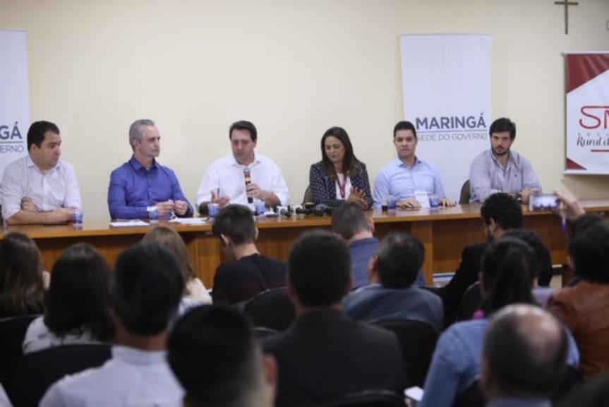 Em Maringá, onde acontece a interiorização do Legislativo e do Executivo, o governador parabenizou os deputados pela a aprovação da PEC .