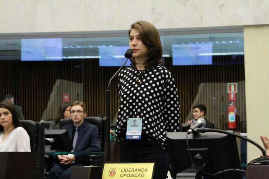 A deputada universitária Carol Maronez está na expectativa para a votação em plenário do projeto que ela apresentou.