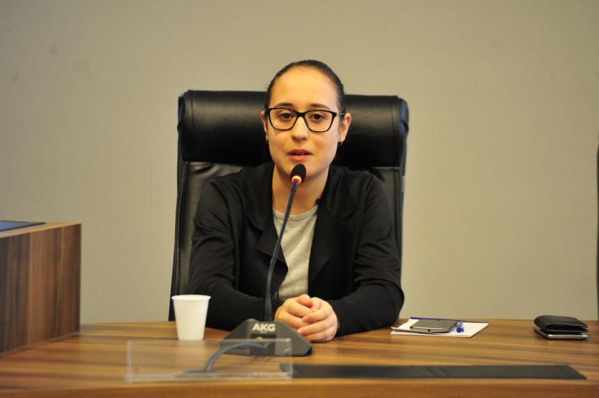 Larissa Vargas, foi escolhia a presidente da Comissão de Constituição e Justiça do Parlamento Universitário.