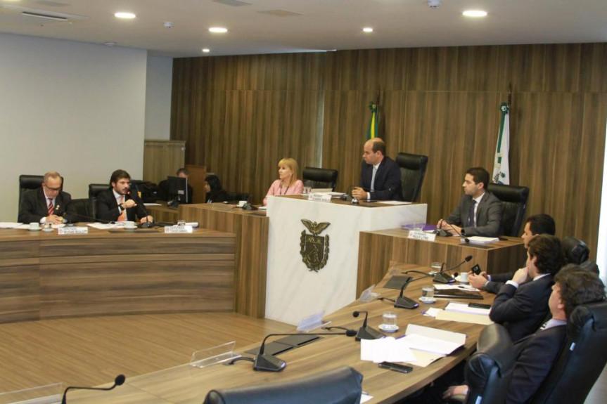 Deputados aprovam substitutivo geral ao projeto que trata da Lei de Diretrizes Orçamentárias.