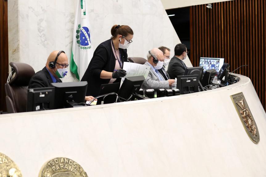Projeto que visa dar mais transparência no momento da revisão de cobranças de serviços prestados por empresas ao Estado é aprovado na Assembleia Legislativa do Paraná.