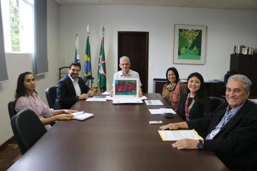 Reunião na Secretaria de Agricultura e Abastecimento garantiu o apoio do Governo para a realização do 36º Encontro Estadual de Sericicultura em Iretama.