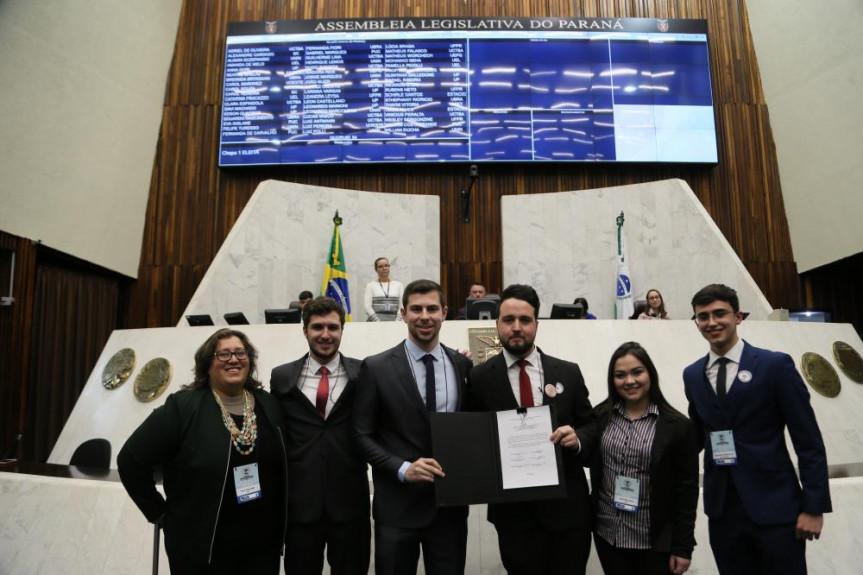 Chapa encabeçada pelo acadêmico Leon Castellano venceu a eleição da Mesa Executiva do Parlamento Universitário.
