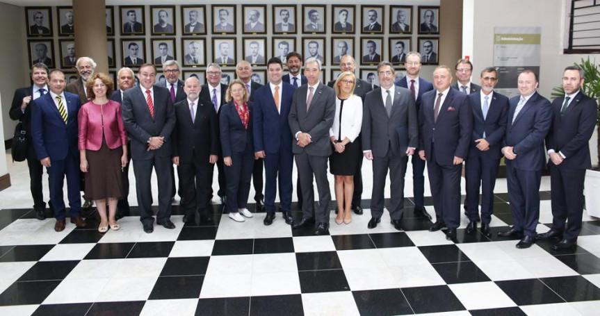 Comitiva de embaixadores da União Europeia é recebida pelo 1º vice-presidente da Alep, deputado Guto Silva (PSD).