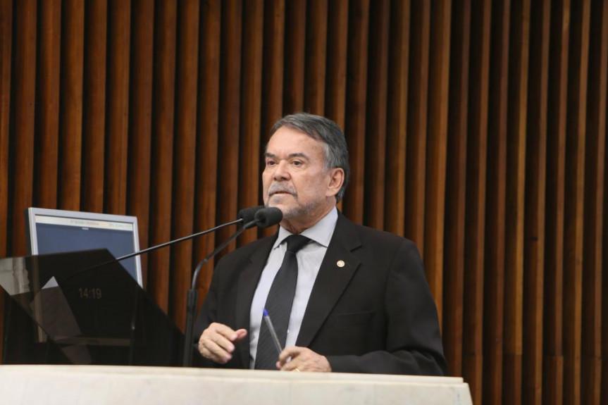 O procurador Olympio de Sá Sotto Maior Neto destacou a importância do Estado desenvolver programas de assistência às crianças carentes e suas famílias.