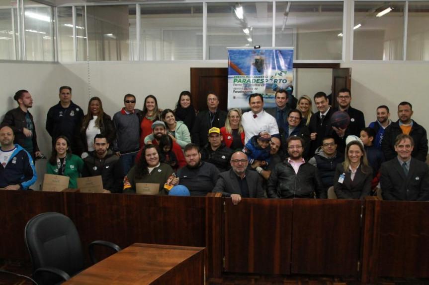 Paratletas e representantes do Governo participaram do lançamento da Frente Parlamentar em Apoio e Defesa ao Paradesporto.