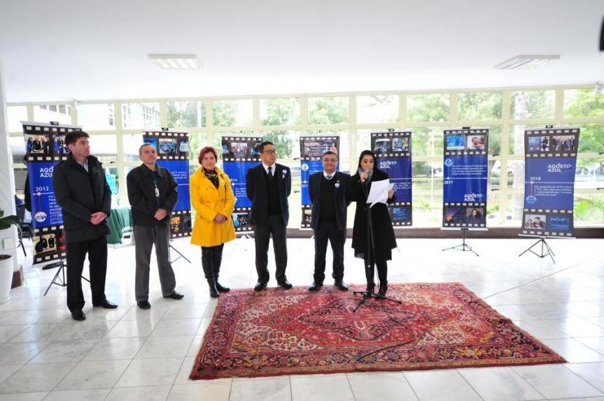 Exposição e realização de exames marcaram o lançamento da campanha Agosto Azul na Assembleia Legislativa do Paraná.