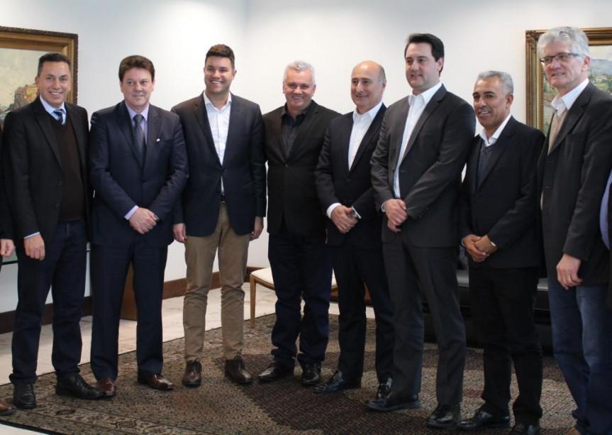 Deputados participam de reunião com a empresa Piracanjuba, indústria de produtos lácteos que está investindo R$ 80 milhões no Sudoeste do estado.