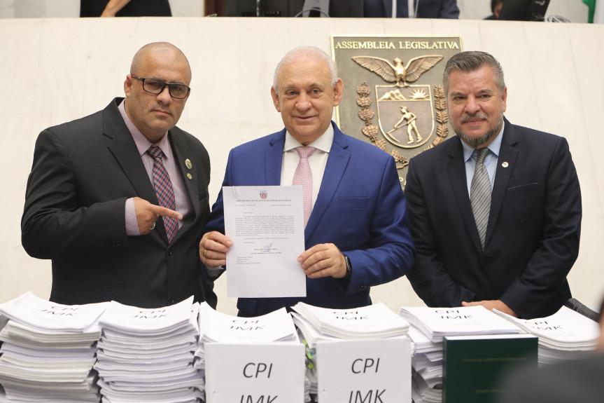 Mais de 200 mil páginas de documentos e o relatório final dos trabalhos da CPI da JMK foram entregue durante a sessão plenária ao presidente Traiano.