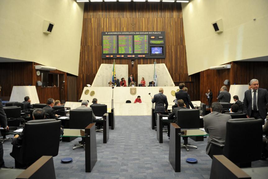Vista geral do plenário durante a sessão desta quarta feira (17)