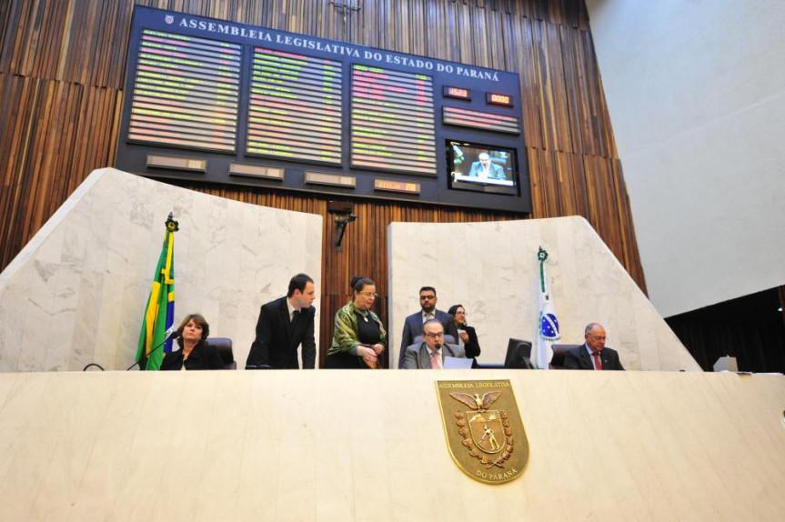 Sessão desta segunda-feira (15) foi presidida pelo deputado Jonas Guimarães (PSB).