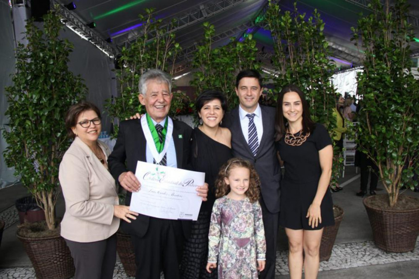 Deputado Luiz Carlos Martins (PSD) com a esposa Maria, os filhos, a nora Andreza e a neta Maria Rita.