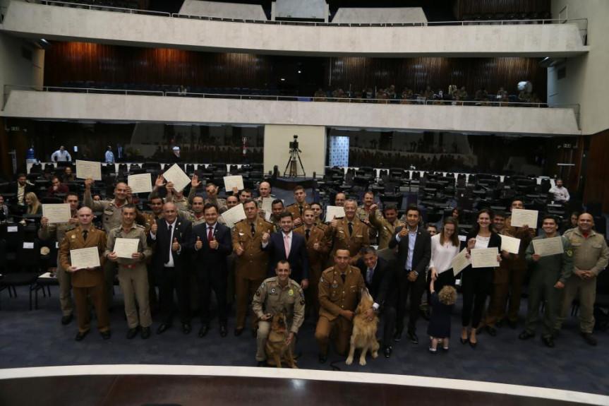 Cerimônia especial foi realizada no Plenário da Assembleia.