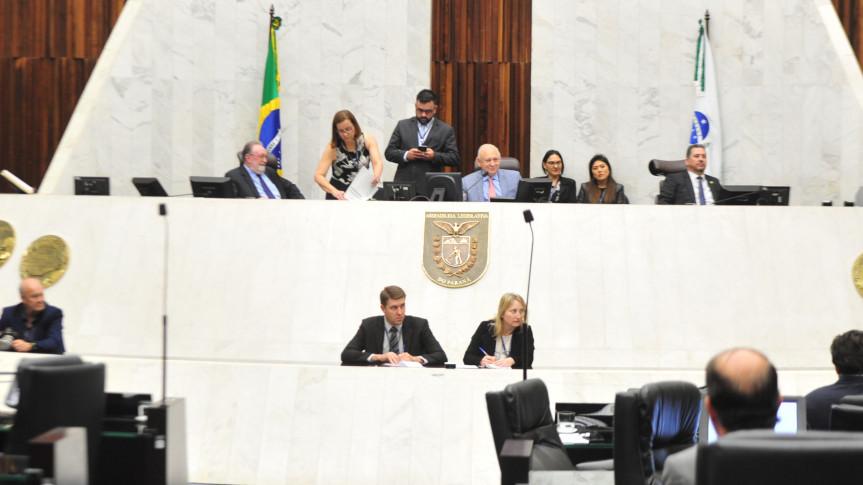 Deputados aprovam projeto do Poder Executivo que amplia a participação de PMs no Programa Escola Segura.