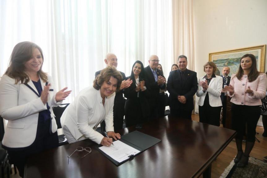 Deputada Cristina Silvestri (PPS) é empossada como procuradora da mulher na Assembleia Legislativa do Paraná