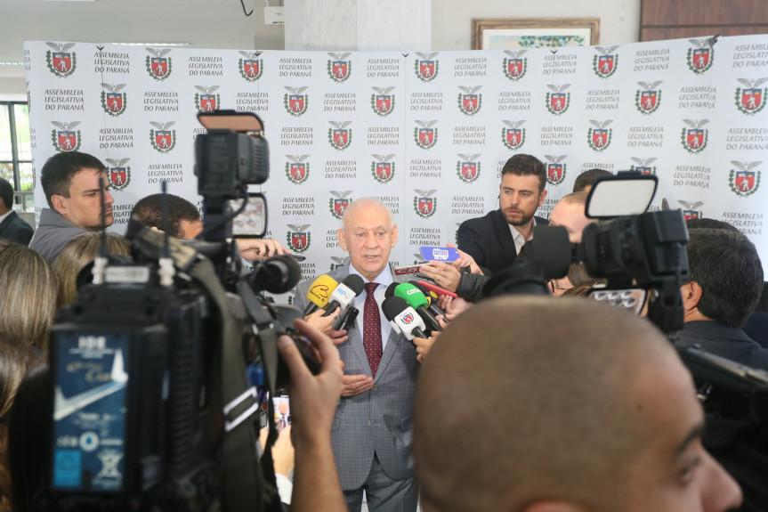 Coletiva com presidente Ademar Traiano.