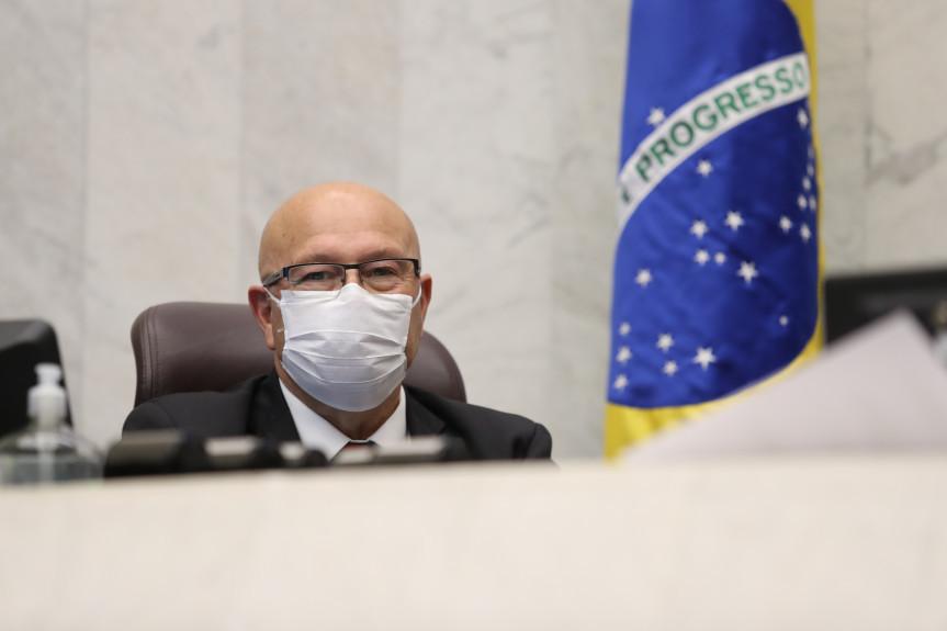 Deputado Romanelli (PSB) desmente fake news que afirmava que motoristas estavam sendo multados por não usar máscaras de proteção ao coronavírus.