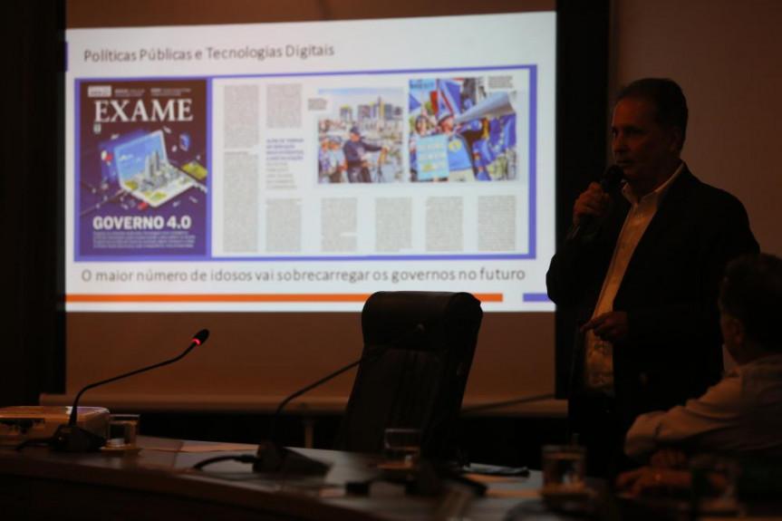 Plataforma Longe Viver, ferramenta tecnológica do Banco Itaú destinada à formulação de políticas públicas para o idoso foi apresentada em reunião da CRIAI.