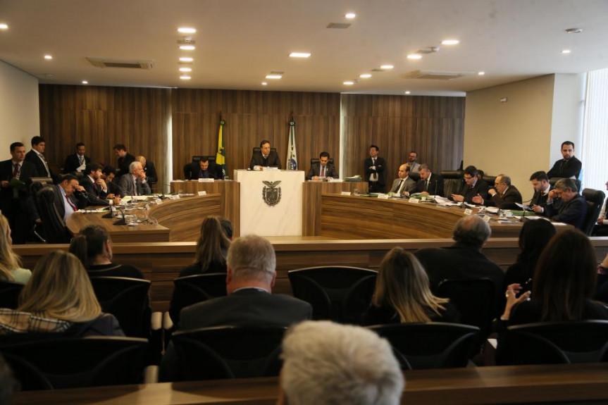 Reunião da CCj desta terça-feira (03) aprovou parecer favorável ao projeto que exime policiais de pagamento de dano de viaturas.