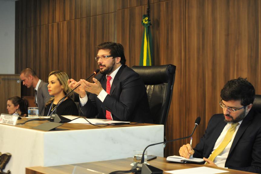 Deputado Tiago Amaral, presidente da Comissão de Revisão e Consolidação Legislativa, realizou um debate para discutir as atuais leis ambientais para torna-las mais assertivas.