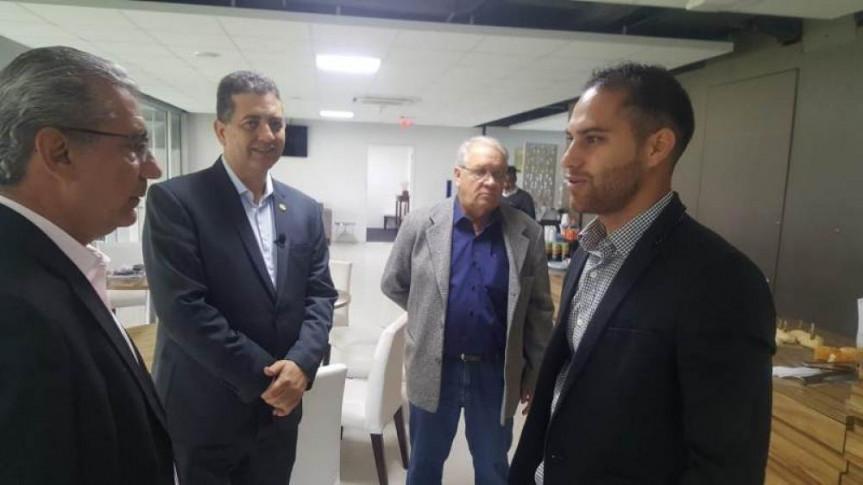 Projeto social do Clube Athletico Paranaense é apresentado a prefeitos paranaenses.