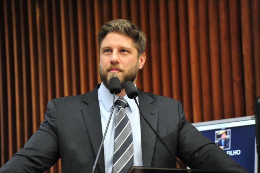 Proposta do deputado Requião Filho (MDB) que prevê a higienização de carrinhos e cestas de compras foi aprovada na sessão desta quarta-feira (26).