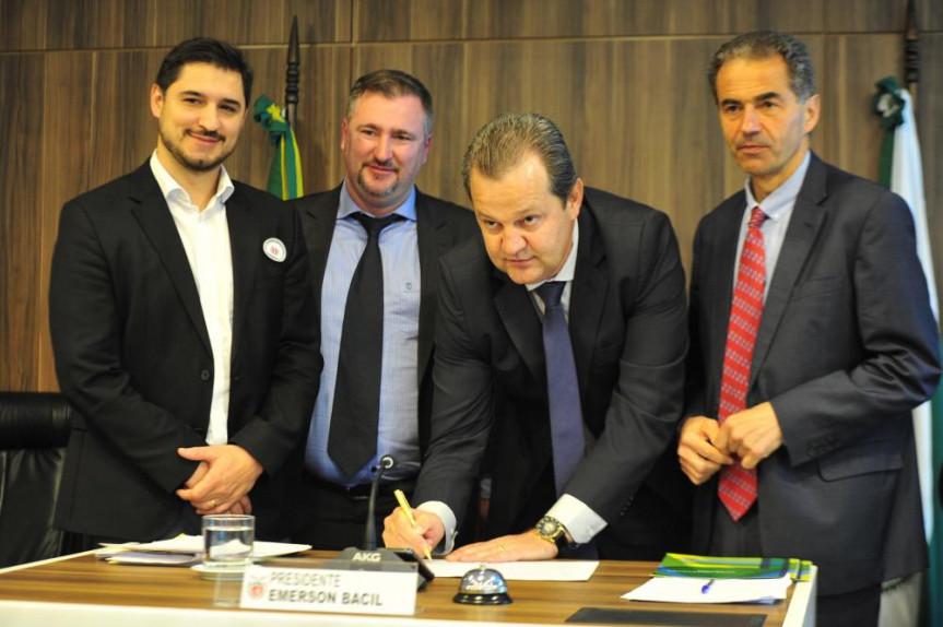 Acordo entre Paraná e Portugal aconteceu durante reunião da Comissão de Ciência e Tecnologia e Ensino Superior que debateu o anteprojeto de Lei da Inovação.