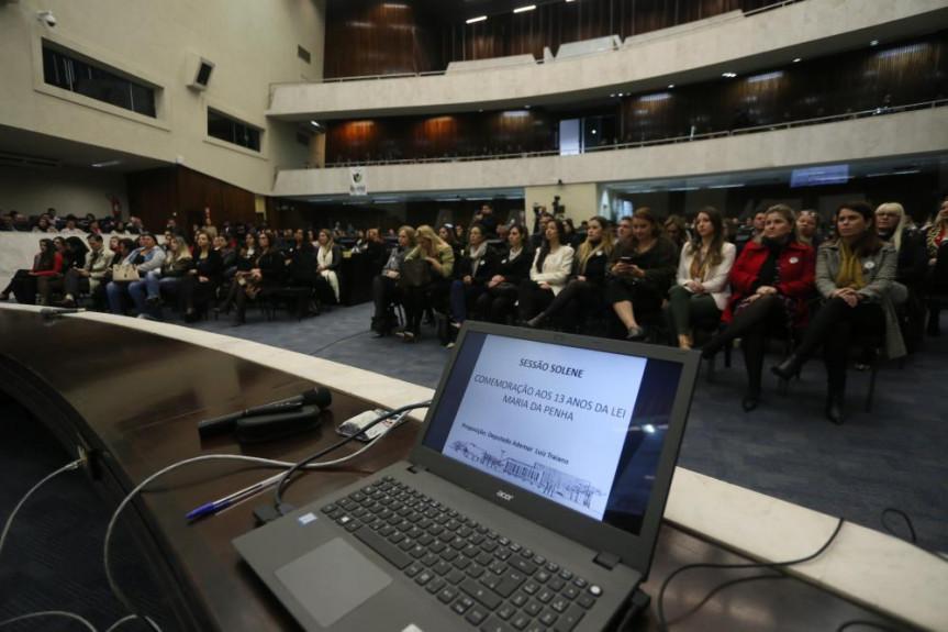 Sessão solene na Assembleia Legislativa marcou as celebrações dos 13 anos da Lei Maria da Penha.