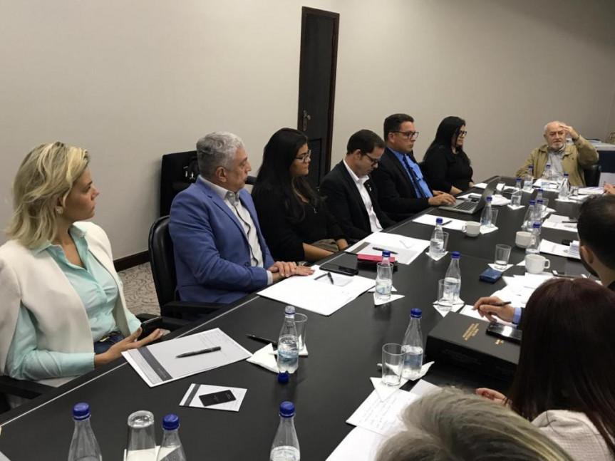 Francis Fontoura, coordenadora Administrativa da Escola do Legislativo do Paraná e diretora da Regional Sul esteve em Brasília para formatação da agenda de trabalho da Abel.