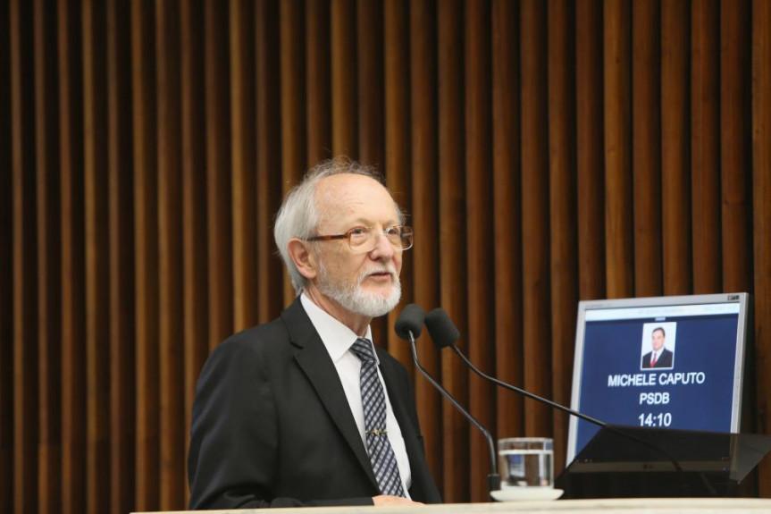 Doutor Jonatas Reichert apresentou um balanço dos 40 anos do Programa Estadual de Combate ao Tabagismo no Paraná durante o grande expediente da sessão desta segunda-feira (09).