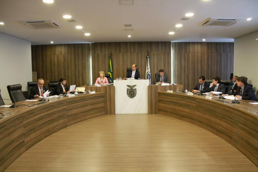 Reunião da Comissão de Orçamento da Alep. Entre as funções da Comissão está a análise da Lei de Diretrizes Orçamentárias e da Lei Orçamentária Anual.
