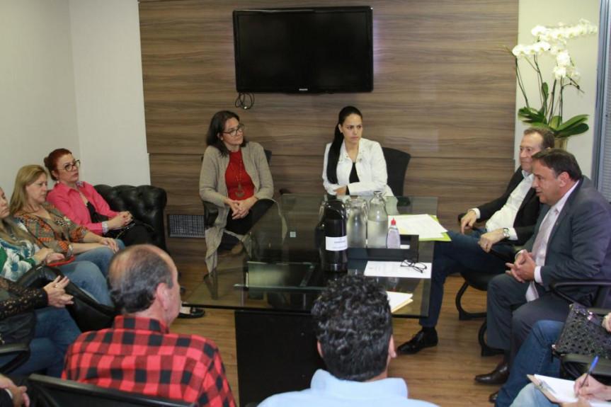 Reunião da Comissão de Educação contou com a participação de lideranças e representantes da APP-Sindicato.