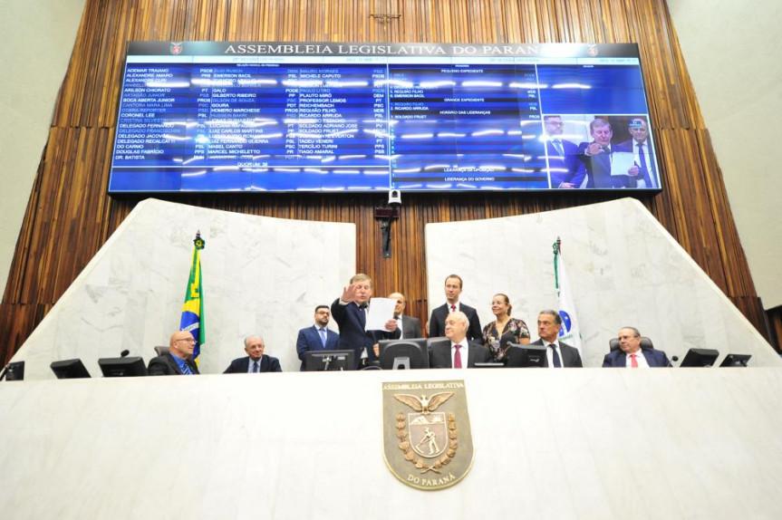 O deputado Elio Rusch tomou posse durante a sessão plenária.