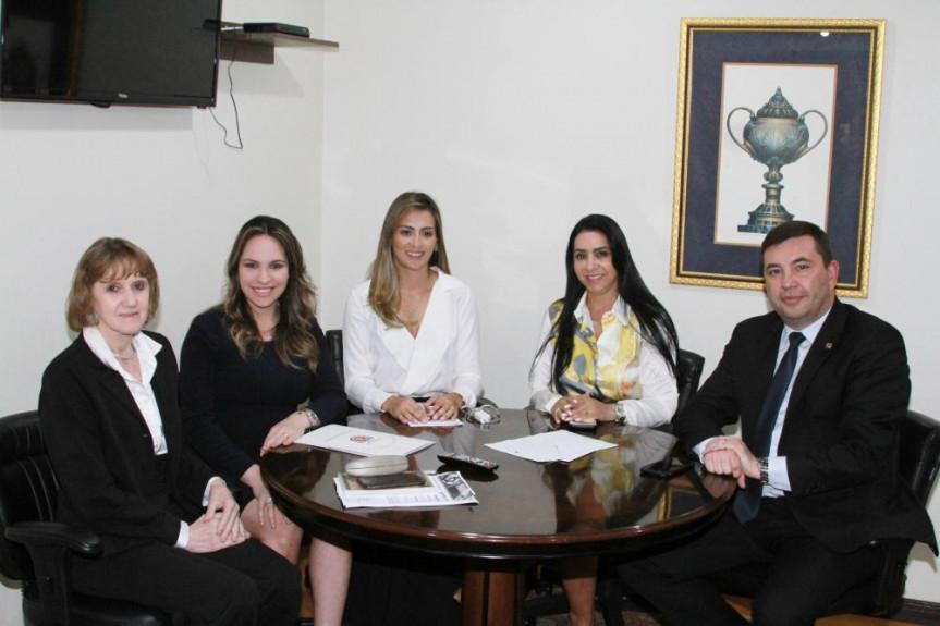 """Comissão da Mulher teve papel importante na criação da Procuradoria Especial da Mulher da Alep e na realização da audiência pública """"Violência Contra a Mulher – Conquistas e Desafios""""."""