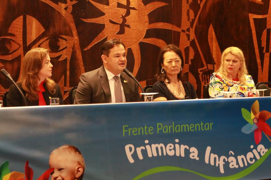 Frente Parlamentar em Defesa da Primeira Infância, coordenada pelo deputado Subtenente Everton (PSL), foi lançada durante a audiência pública sobre o Marco Legal.