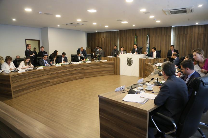 Reunião extraordinária da CCJ analisou diversas emendas apresentadas pelos deputados em projetos em tramitação na Assembleia.