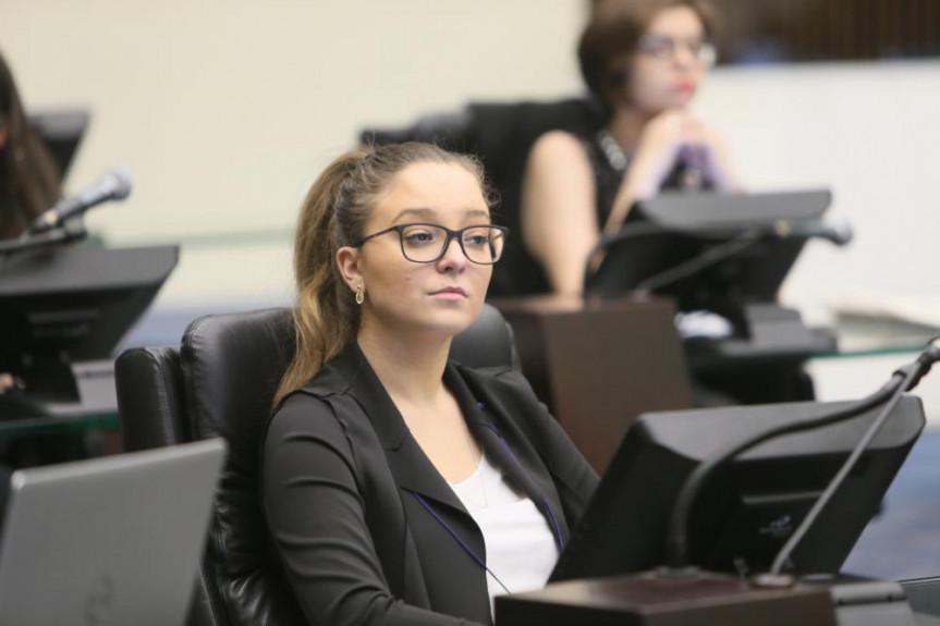 A deputada universitária Julia Quintana Dalledone manifestou a pretensão em seguir na vida pública, a exemplo do avô, o ex-deputado Caito Quintana.