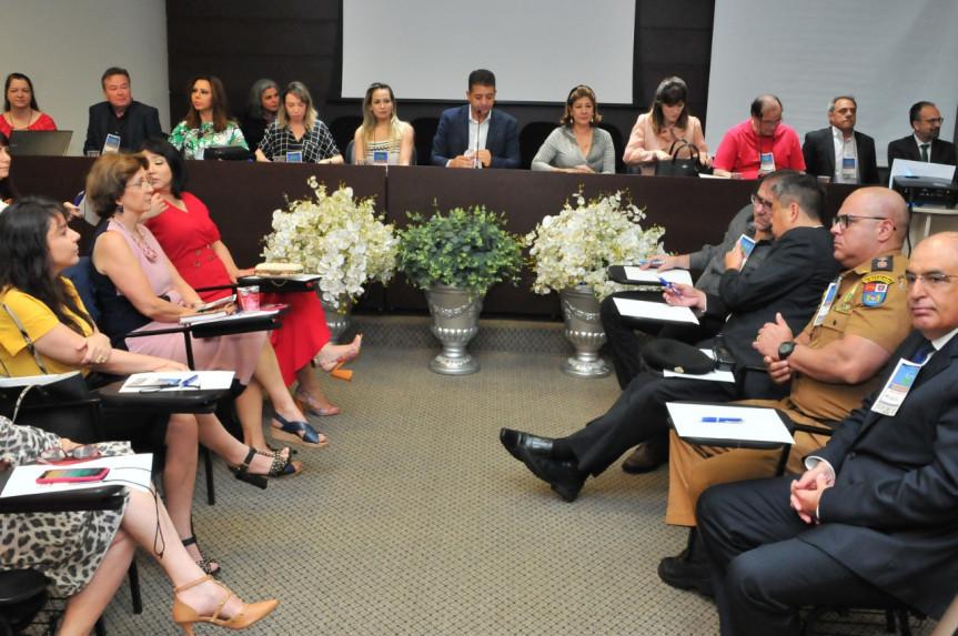 Projeto Paraná Consciente foi lançado oficialmente durente o 1º Seminário Interativo realizado pela Comissão de Defesa dos Direitos da Criança, do Adolescente, do Idoso e da Pessoa com Deficiência (Criai), da Assembleia Legislativa do Paraná.