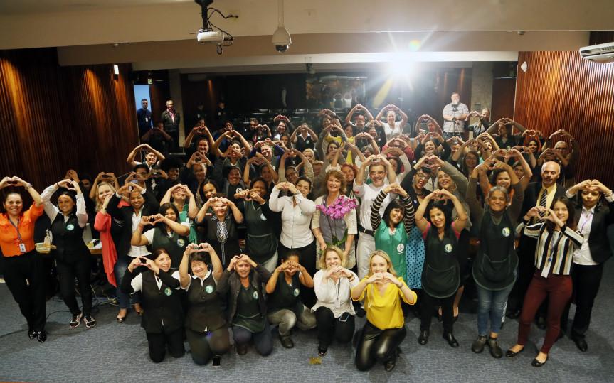 Especialistas dão orientações sobre a saúde física e mental às mulheres num encontro promovido pela Procuradoria Especial da Mulher da Assembleia Legislativa do Paraná.
