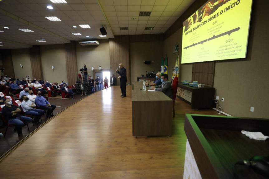 A audiência sobre o pedágio em Francisco Beltrão contou novamente com uma apresentação realizada pelo deputado Luiz Claudio Romanelli sobre o atual modelo e o proposto pelo Governo Federal.