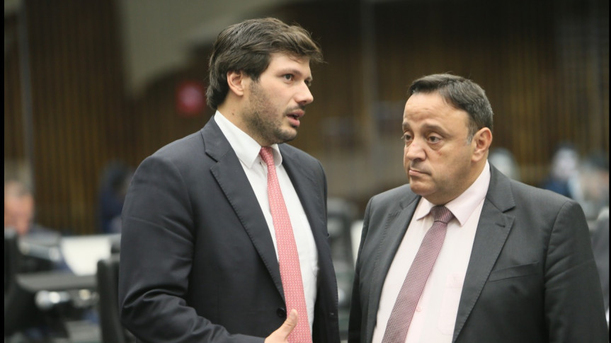 Deputados Tiago Amaral (PSB) e Hussein Bakri (PSD), respectivamente vice-Líder  e líder e do Governo na Assembleia Legislativa do Paraná.