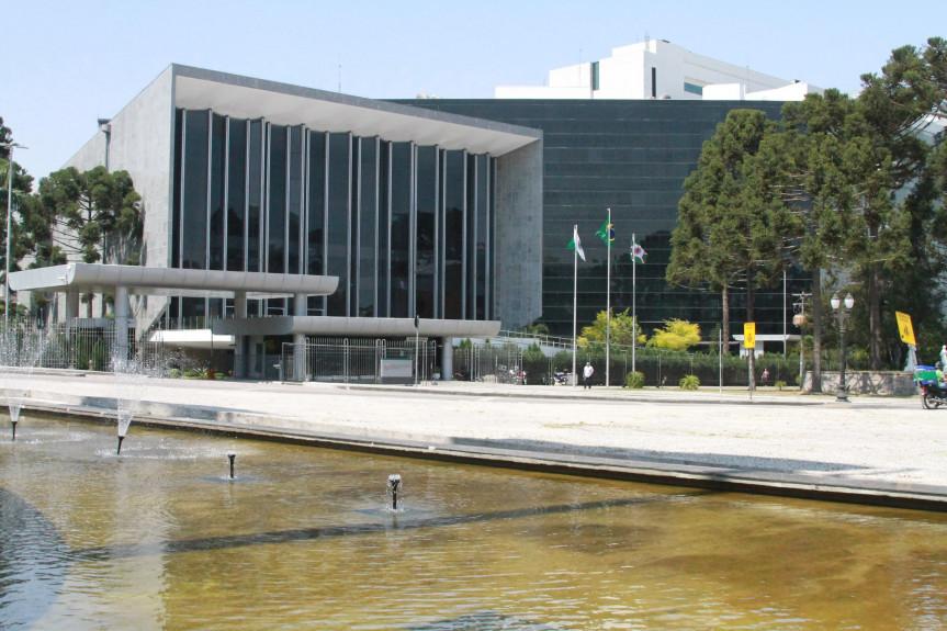 Projeto que regulamenta a aplicação da dose complementar da vacina contra a Covid-19 na pauta da Assembleia Legislativa do Paraná.