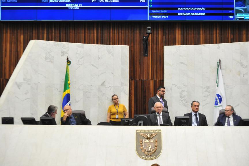 Deputados aprovam projeto que obriga planos de saúde a informar o motivo da negativa de atendimento e também projeto que prevê o atestado médico digital no Paraná.