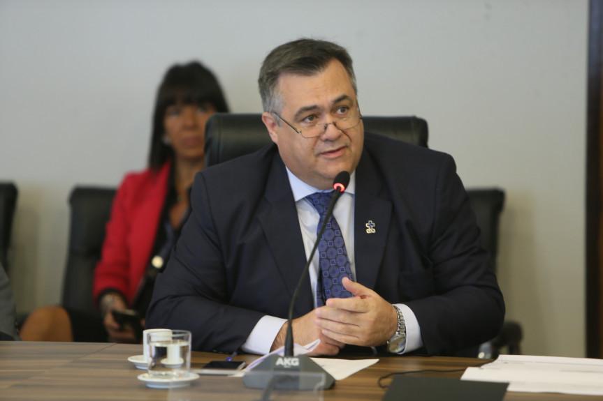 Secretário de Saúde, Beto Preto, durante apresentação, aos deputados, da prestação de contas dos investimentos na área em outubro de 2019.